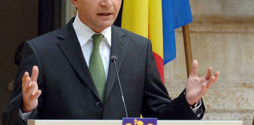 Presedintele Basescu, fluierat si huiduit de Ziua Marinei