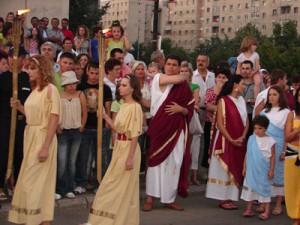 <b>Primarul Radu Capalnasiu, imbracat in general roman, la festivitatile orasului Zalau</b>