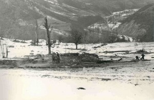 LOCUL GRAJDULUI ŞI CADAVRELE( în dreapta)