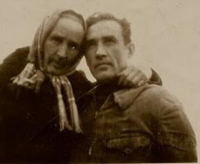 Valeriu Gafencu şi mama sa în lagărul de la Galda de Jos, lângă Aiud